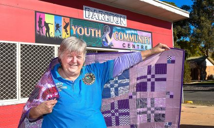 Dareton's quilters donate to a worthy local cause